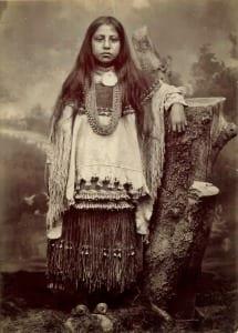 Chiricahua Apache-Indians-girl-clothing